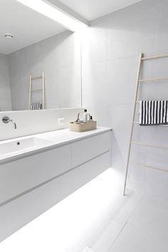 Minimalist bathroom remodel ideas baños blancos modernos, baños modernos, d Bathroom Toilets, Bathroom Renos, Laundry In Bathroom, Bathroom Interior, Small Bathroom, Bathroom Ideas, Bathroom Designs, Light Bathroom, Bath Light