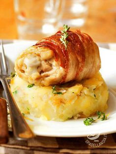 Turkey rolls with fontina cheese and bacon - Gli Involtini di prosciutto e fontina, facilissimi da realizzare, conquisteranno con il loro delizioso profumino tutta la famiglia, bambini in primis! #involtiniconpancetta