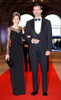 If only this were white...Princess Letizia of Spain. This dress is gorgeous!