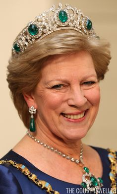 Anne-Marie of Greece wears the Greek Emerald Parure Tiara during the ruby jubilee celebrations for her sister, Queen Margrethe II of Denmark, in Copenhagen, 15 January 2012 Royal Crown Jewels, Royal Crowns, Royal Tiaras, Royal Jewelry, Tiaras And Crowns, Jewellery, Greek Royalty, Greek Royal Family, Queen Margrethe Ii