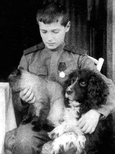 Alexei Romanov, Siamese cat, and his spaniel, Joy. Joy survived his master and was taken to England.