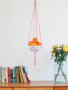 Neon Pink Makramee Blumenampel // neon pink makramee hanging flower pot by California Dreaming via DaWanda.com