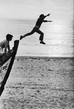 The Human Condition – Old-School Photographs by Sabine Weiss - Pondly Robert Doisneau, Black White Photos, Black And White Photography, Sabine Weiss, Willy Ronis, Vivian Maier, French Photographers, Pictures Of People, Jolie Photo