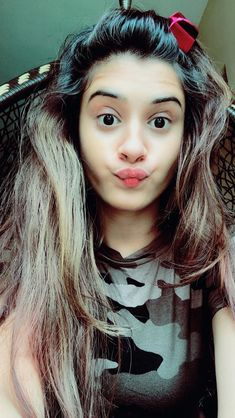 Selfies gain popularity very fast and in Internet there are various best selfie poses for girls ava Beautiful Blonde Girl, Beautiful Girl Indian, Beautiful Girl Image, Girl Photo Poses, Girl Photography Poses, Girl Poses, Scenic Photography, Creative Photography, Stylish Girls Photos