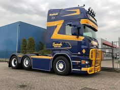 Road Hog, Hot Black Women, Scania V8, Cool Trucks, Paint Ideas, Rigs, Sweden, School, Vehicles