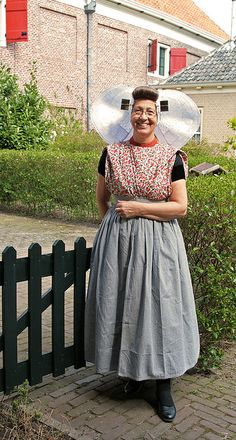 Zeeuwse Klederdracht no we are not all dressed like that in the Netherlands Luxembourg, European Costumes, Culture Clothing, Costumes Around The World, Folk Costume, People Of The World, World Cultures, Historical Clothing, Look Cool