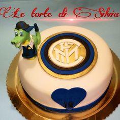 Torta decorata in pasta di zucchero inviata da Silvia Borrotzu alla nostra App per smartphone. Clicca e scarica anche tu la nostra App e inviaci le foto delle tue torte e le tue ricette.