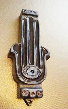 "WANT THIS MEZUZAH! The Chasma is a Jewish symbol which represents blessings, power, and stregnth, and also keeps away the ""eye of evil."" It has recently become a trendy symbol found on jewelry as well as art. Wicca, Magick, Cultura Judaica, Prayer Corner, Talk To The Hand, Hand Of Fatima, Jewish Art, Hamsa Hand, Evil Eye"