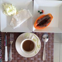 Tapioca com queijo + Clara de ovo pasteurizada fisherman + Mamão Papaia + Café com leite em pó Molico + Comprimidos de Suplementos Vitamínicos - MINHA CASA