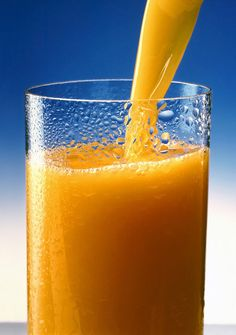 Orange carrot juice is one of the healthy smoothies to keep you fit. It's a good idea of blending vegetable (carrot) with fresh squeezed orange juice, people who are health conscious should try this recipe. Liver Cleanse, Liver Detox, Juice Cleanse, Cleanse Detox, Detox Drinks, Healthy Drinks, Healthy Eating, Detox Juices, Healthy Smoothies