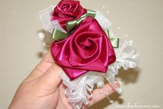 How to Make a  Mother�s Day Corsage with Ribbon Roses