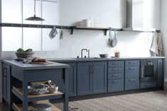 Cool Classic kitchen in the model Trolle painted in Ocean Blue on ash Kitchen Tiles, Kitchen Countertops, Kitchen Dining, Kitchen Cabinets, Home Decor Kitchen, Interior Design Kitchen, Modern Interior, Black Kitchens, Home Kitchens