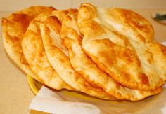 Sem exagero, este é o prato mais delicioso fast food! Bulgarian Recipes, Russian Recipes, Bread Recipes, Snack Recipes, Cooking Recipes, Pie Co, Bread Dough Recipe, Good Food, Yummy Food