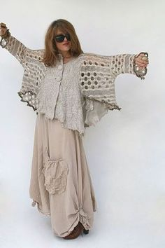 Aproximat by Tatiana Palnitska - Art to Wear Originals - browse- just the top with jeans. Funky Fashion, Look Fashion, Fashion Design, Ropa Shabby Chic, Bohemian Style, Boho Chic, Mode Cool, Mode Hippie, Diy Clothes