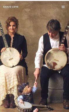 I absolutely love this picture!! It captures such a sweet moment...and it includes banjos!
