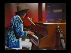 Arlo Guthrie : City Of New Orleans (1970's). Arlo singing Steve Goodman's awesome song. I went to one of Guthrie's concerts - hilarious and wonderful.