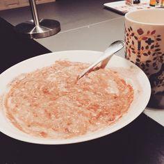 Havregrynsgröt, äggvita, chocolate brownie proteinpulver och kaffe - ÄLSKAR frukost! #strongfitwomen #fitnessmat #mrr #följdindröm #olgarönnberg #mammafitness_sweden #frukost #gröt #kaffe #pp #elitnutrition #Padgram