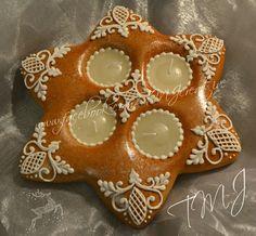 Star royal icing gingerbread christmas table decorarion./Csillag mézeskalács aszaldísz.
