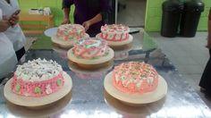 Aca estan las torta k hisimos cada grupo es la TORTA DE TRES LECHE  MUY RICAA