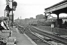 Disused Stations: Birmingham Snow Hill Station Durham Museum, Old Train Station, Disused Stations, Buses And Trains, Farm Photography, Choo Choo Train, Hill Station, Steam Engine, Train Tracks