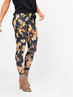Hibiscus /& Butterflies Floral Leggings Amazing Colors One Size Diva Curvy