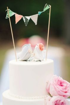 Bird wedding cake topper. I think someone I know could make this!