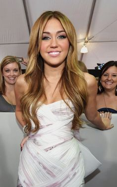 WHY MILEY?! Goddd so pretty. Color & style. Give me please.