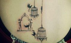 O principal significado da tatuagem de gaiola é a liberdade. Elas têm se tornado cada vez mais populares e, por isso, surgem cada vez mais maneiras customizadas de gravar o desenho na pele. É comum q