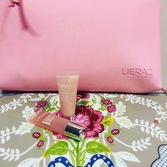 Buenas tardes!! Por la compra de 1 sérum antiedad Lierac, enviamos de regalo un neceser con dos mini tallas para completar el tratamiento. Elige el tuyo Hidragenist, Magnificence, Liftissime ó Premium 💕💕 #lierac #lieracparis #hydragenist #magnificence #liftissime #magnificence #premium #beauty #orlais #orlaisap #skincare #beautyblog