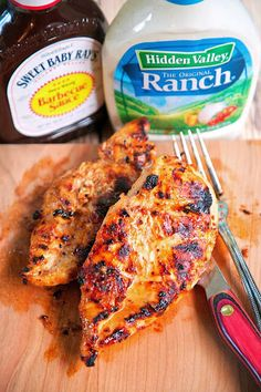 chicken recipes BBQ Ranch Grilled Chicken - only 3 ingredients (including the chicken) - super simple marinade that packs a ton of great flavor! Quick, easy and delicious - my three favorite things! Grilling Recipes, Cooking Recipes, Healthy Recipes, Vegetarian Grilling, Healthy Grilling, Barbecue Recipes, Vegetarian Food, Best Grill Recipes, Crockpot Recipes