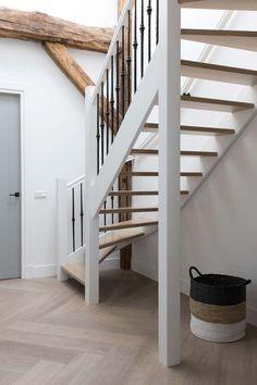 5 Stylish Contemporary Interior Doors Ideas - Enjoy Your Time House Arch Design, Staircase Design, Contemporary Interior Doors, House Stairs, Staircase Storage, Web Design, Hallway Decorating, Home Fashion, Interior Design Living Room
