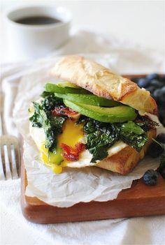 …oder zum Mittagessen. Oder zum Abendessen. Oder zwischendurch. Weil Avocado einfach immer gut ist.