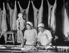 Russian women working as butchers in an abattoir while the men are off to war, at Mikoyan Meat Combine. Margaret Bourke White, Old Photos, Cool Designs, Black And White, History, Pictures, Painting, Life, Vintage