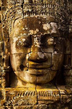 Bayon, Angkor Thom, Cambodia I remember this smiling face from Lora's first adventure with Daniel Craig. Vietnam, Ancient Ruins, Ancient History, Laos, Tattoo Crane, Angkor Wat Cambodia, Khmer Empire, Cambodia Travel, Amazing Architecture