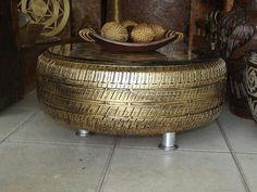 Stolik z opony w wersji gold.