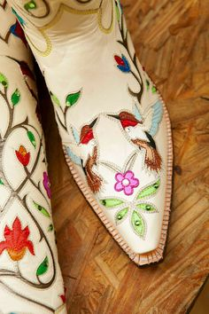 Bouquet Hummingbirds Vintage Western Wear, Vintage Boots, Cowgirl Boots, Western Boots, Boot Scootin Boogie, Estilo Country, Over Boots, Beautiful Shoes, Country Girls