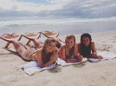 "23.2 mil curtidas, 258 comentários - Isabel Durant (@isabeldurant) no Instagram: ""Let's just mermaid into Monday? #definitevibe"""