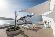Hotel Saint Luxury Suites & Spa (Griechenland Ia) - Booking.com The Saint, Santorini Hotels, Santorini Greece, Luxury Suites, Outdoor Pool, Outdoor Decor, Design Suites, Spa, Hotel S