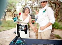 A Skyped elopement in Austin, Texas | Offbeat Bride