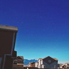 What a beautiful day outside ☀️ Have any of you ever visited Colorado? It's beautiful! We can see mountains from our backyard 🏔 Какой чудесный день 🌞 Идеальный для похода в горы! Надеюсь, выберемся сегодня на прогулку с питомцами 🐈🐕🐾🌾🗻 #ColoradoState #SunnyDaysAllYearRound #MountainsAreCalling #trvlblog