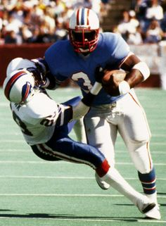 Earl Campbell with a vicious stiff arm