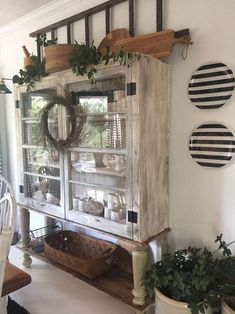 Comfy Farmhouse Kitchen Decor Ideas For Best Inspirations ✓ - Bauernhaus Dekor Country Farmhouse Decor, Farmhouse Kitchen Decor, Modern Farmhouse, Farmhouse Ideas, Farmhouse Style, Farmhouse Design, Vintage Farmhouse Decor, Cottage Farmhouse, Antique Farmhouse