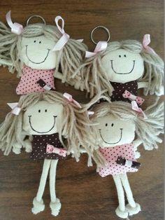 Lembrancinha Boneca De Pano Chaveiro Ch De Bebe Chaveiro … Sock Dolls, Baby Dolls, Fabric Dolls, Paper Dolls, Felt Crafts, Fabric Crafts, Doll Patterns, Sewing Patterns, Happy Birthday Doll