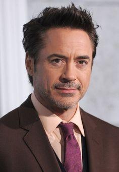Robert Downey Jr. Nacido en Manhattan, Nueva York, el 04 de abril de 1965, Robert Downey Jr. hizo su debut como actor a la edad de cinco años en la película libra (1970), escr ...