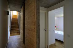 Rénovation d'une maison à la montagne. Béton et bois