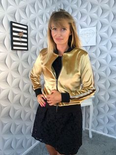 Shop dazzling and inventive bomber jacket that looks great both in an elegant and sporty version.Enjoy your shopping. Woman Fashion, Inventions, Looks Great, That Look, Bomber Jacket, Sporty, Leather Jacket, Blazer, Boho