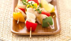 Fish kabobs, where the aroma of the herbs, the salty sea air and the taste of fish of the Italian Mediterranean region perfectly blend!