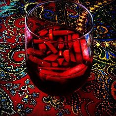 How to dress up your grandmother's Sangria recipe as the weather gets warmer? Simply place a decorative red placemat with elaborate colors to give that Spanish flair to your dining table! Olé!  #sangria #decor #international #global #culture #globalculture #drinkstagram #drinks #interiordecor #interiores #mesas #cocktails #placemat #decoration #spain #españa #spanishculture #decorative #style #flair #interiorstyle #dinnerparty