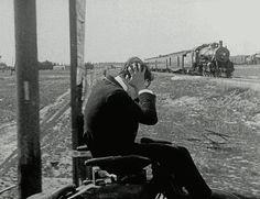 exemple de Gif animé tiré d'un film en noir et blanc (avec Buster Keaton)