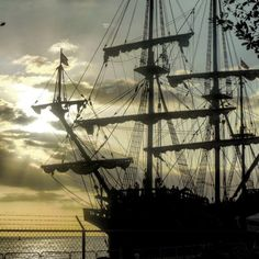 El Galeón Andalucía al atardecer... #HashtagPR #Galeria_PR #placespr #WhateverPuertoRico #PR_100x35 #loves100x35pr #great_captures #sunset #sunsets #galeón #ship #mayaguez #wonderful_places #tiratepr #rincondemipr #thegoodlifepr #prvive #backpackingpr #Beautiful #Nikon